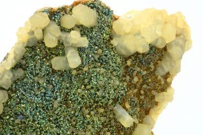 Calcite sur chalcopyrite, carrière de Laguépie, Tarn-et-Garonne.