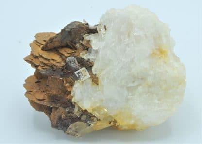 Sidérite sur Quartz, Mine de Pierre Rousse, Vizille, Isère.