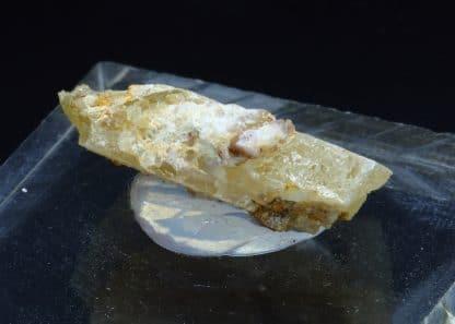 Cristal de Stolzite, mine de Sainte-Lucie, Saint-Léger-de-Peyre, Lozère.