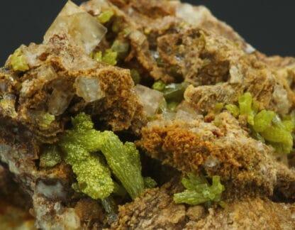 Mimétite, fluorite, gisement de Lantigné, Beaujeu, Rhône.