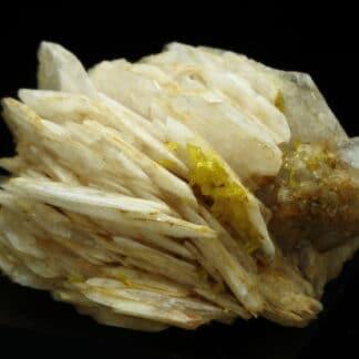 Mimétite, fluorite, baryte, Lantigné, Beaujeu, Rhône.