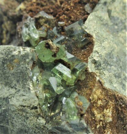 Ludlamite et Pyrite, mine de Salsigne, Mas Cabardès, Aude.