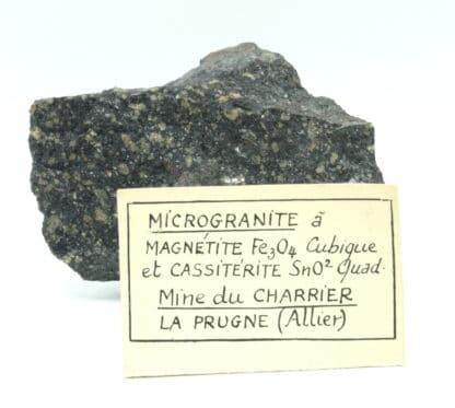 Cassitérite et magnétite dans microgranite, Mine du Charrier, Laprugne, Allier.