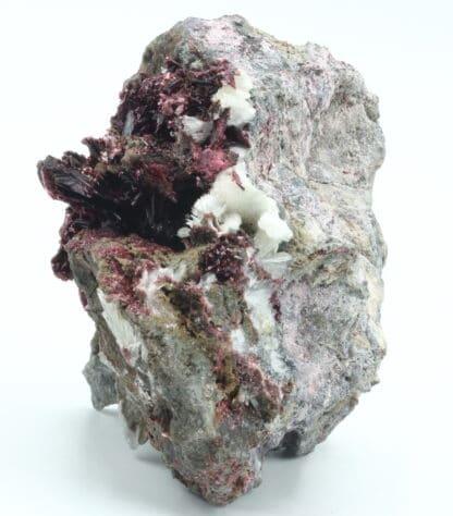 Erythrite et aragonite, Mine de Bou Azzer, Ouarzazate, Maroc.