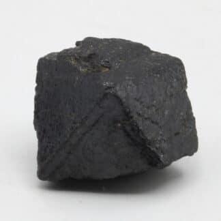 Cristal de Spinelle noir, Amborompotsy, Madagascar.