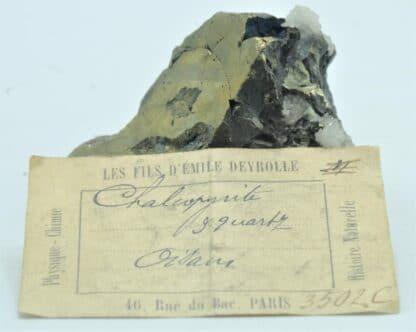 Chalcopyrite sur Quartz, Avec étiquette Deyrolle, Oisans, Isère.