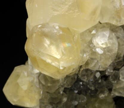 Calcite de la mine de Trèves dans le Gard, France.