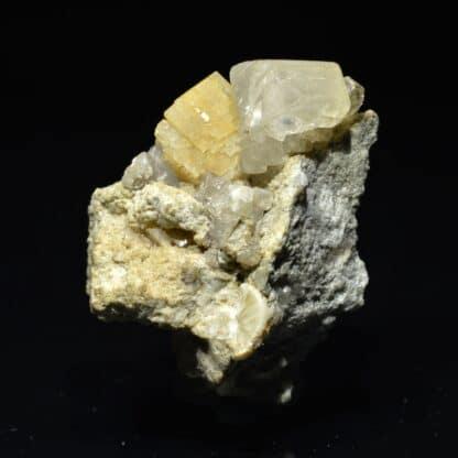 Calcite et chabazite, Glacier de Miage, val d'Aoste, Italie.
