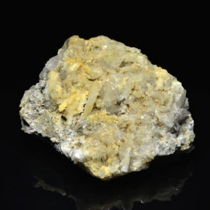 Pyrite (cristal allongé), ilménite et quartz, Plan du Lac, Isère.