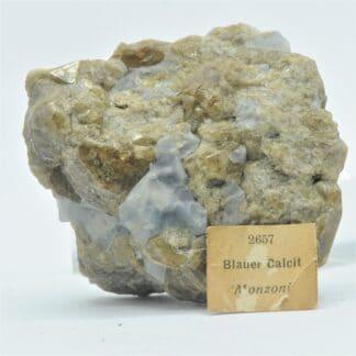 Calcite bleue et Vésuvianite, Monzoni, Tyrol, Italie.