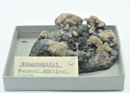 Manganépidote et Quartz fumé, Monzoni, Tyrol, Italie.