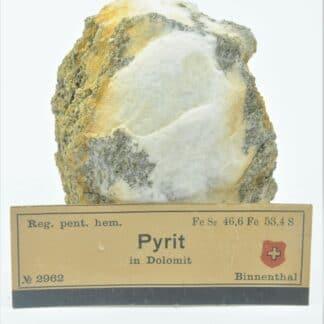 Pyrite dans de la Dolomite, Binnenthal, Binn, Valais, Suisse.