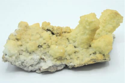 Dolomite en pseudomorphose et Mimétite, Tsumeb, Namibie.