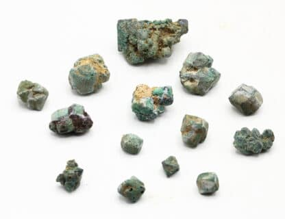 14 Cristaux de Cuprite pseudomorphosée en malachite de Chessy.