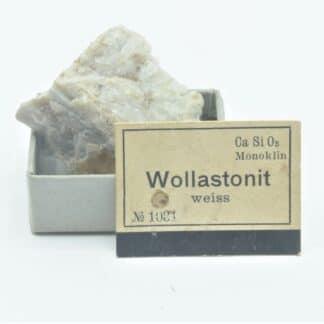 Wollastonite, Collection du musée Bally en Suisse.