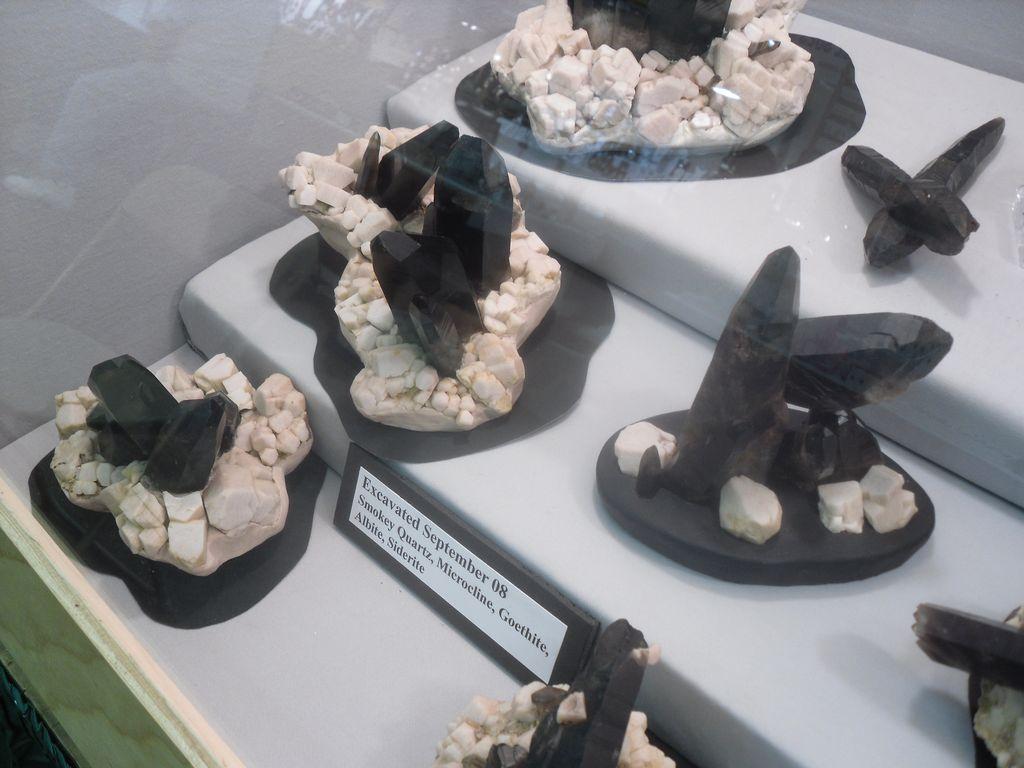 Quartz et amazonite du Colorado, découverte récente, bourse aux minéraux de Denver 2010.
