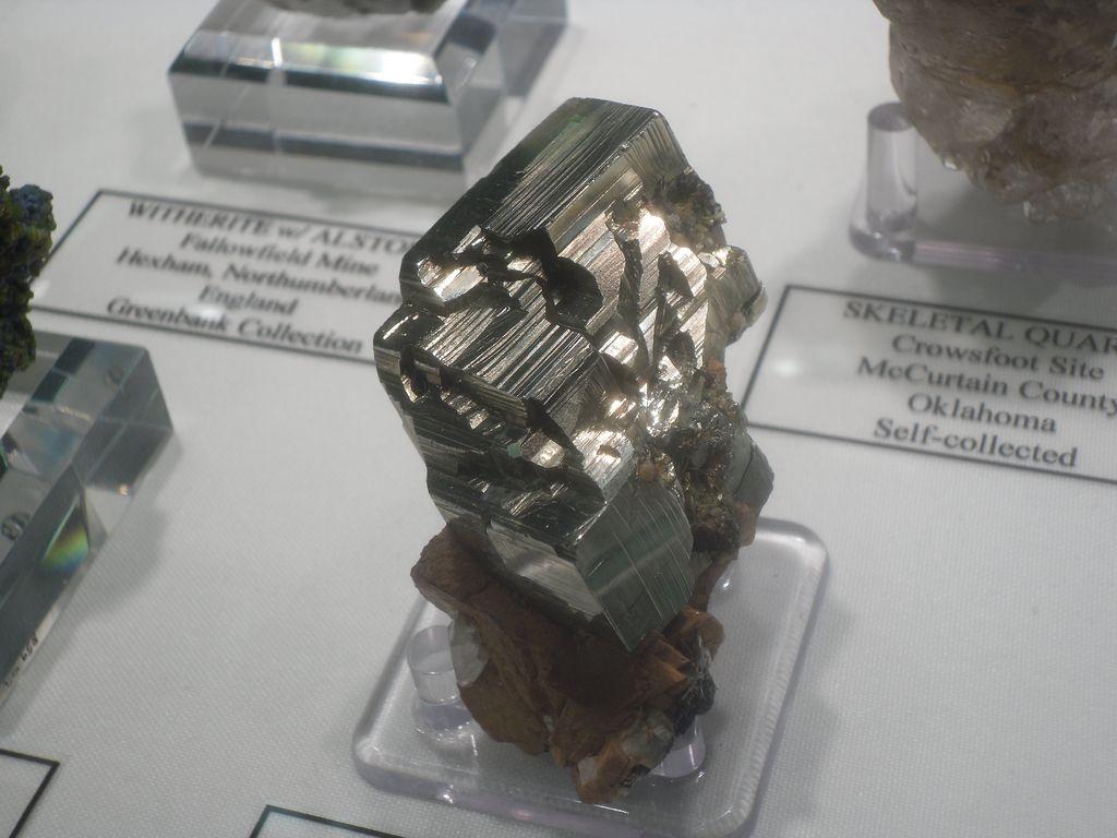 Pyromorphite et plumbogummite, Roughton Gill mine, Caldbeck Fells, Cumbria, England.