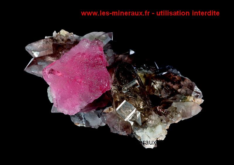 Livre sur les cristaux : fluorine rose de Chamonix.