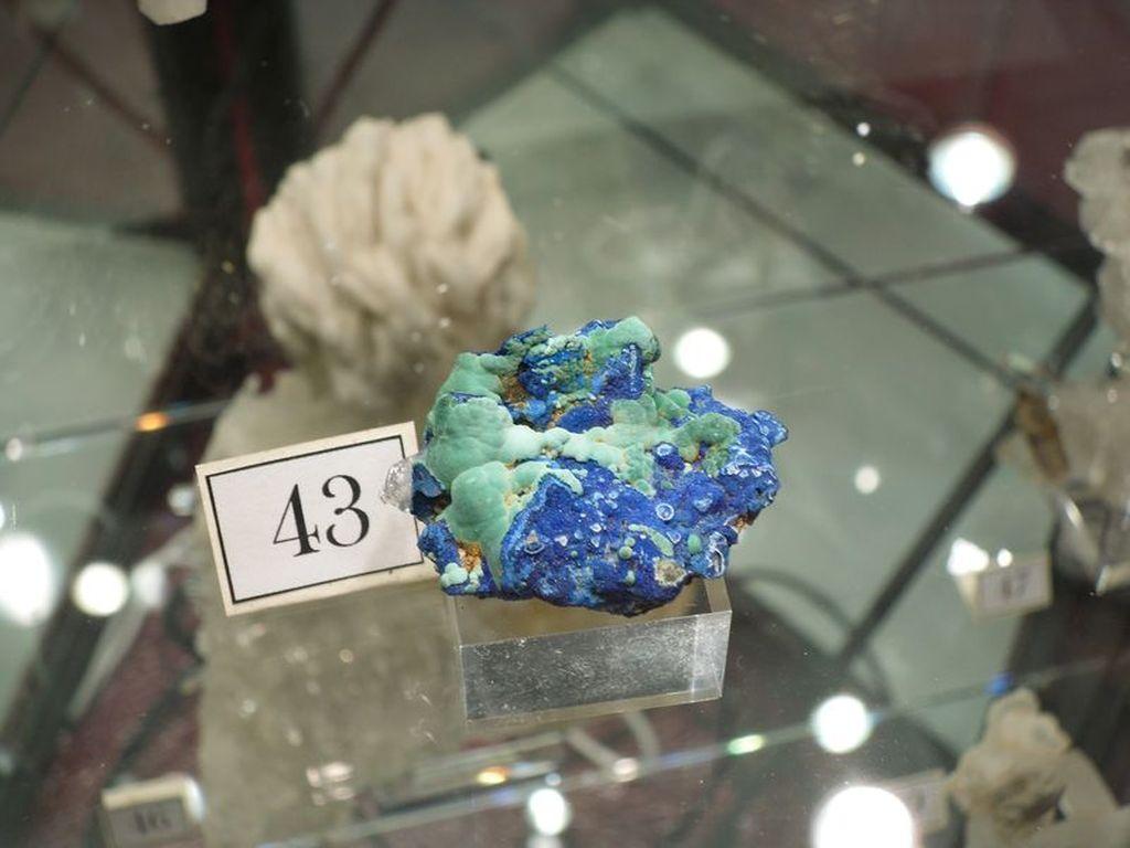 Azurite et malachite, minéraux de la mine de La Gardette (Oisans).