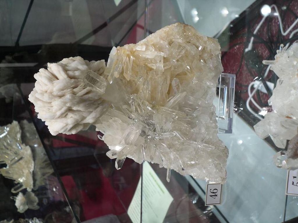 Barytine et quartz de la mine de La Gardette (Oisans).