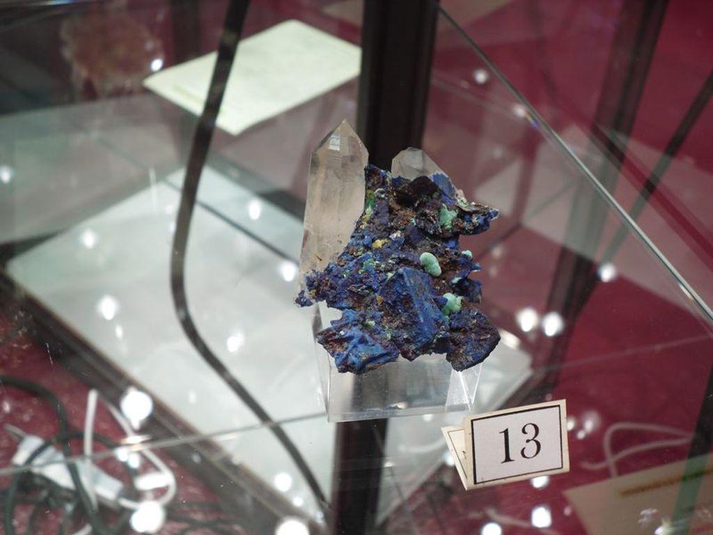Azurite et cristal de quartz de La Gardette.
